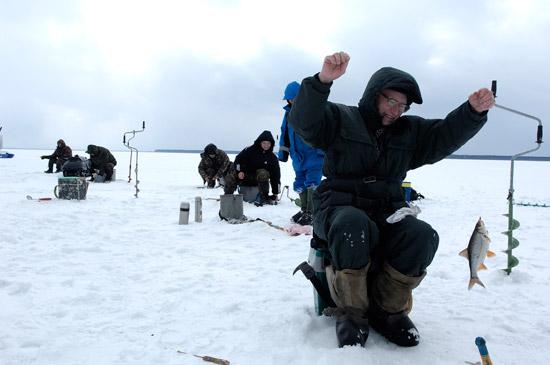 Рыбалка на плотву в феврале, рыбалка на подлещика в феврале, ловля плотвы в феврале, ловля леща в феврале, где ловить плотву, как ловить плотву, на что ловить плотву, где ловить леща и подлещика, как прикармливать леща, ловля леща на мормышку, ловля подлещика на мотыль