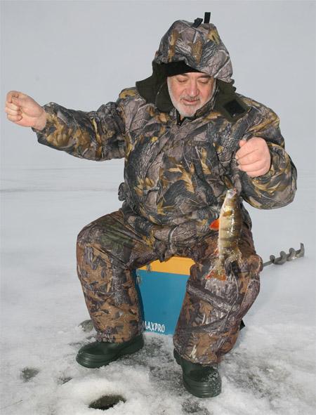 Рыбинское водохранилище, зимняя рыбалка
