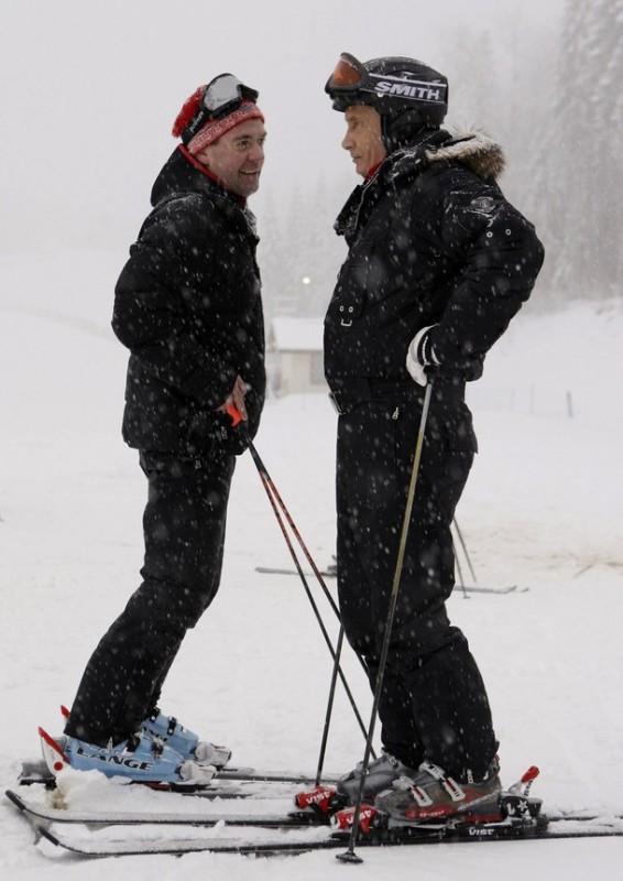 Ни теплая погода, ни свежевыпавший снег не испортили новогоднего настроения руководителей страны