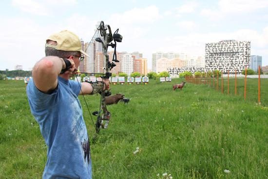 Новинки от компании Bear Archery  В течении двух лет, инженеры компании Bear Archery вели разработку истинно охотничьих луков. Огромное количество тестов и испытаний было проведено, для того чтобы предоставить охотнику идеально сбалансированный инструмент для уверенного поражения цели в любых условиях.  Кроме того немалое внимание было уделено манёвренности, балансу и бесшумности лука. Эти черты делают продукцию компании Bear Archery одной из самых лучших на данный момент.